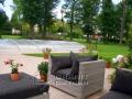 Eine Terrasse mit mediterranen Feeling wurde mit Sunset Gold verwirklicht.